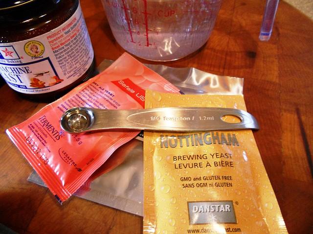 3 packets of beer yeast and a metal 1/4 teaspoon measuring spoon.