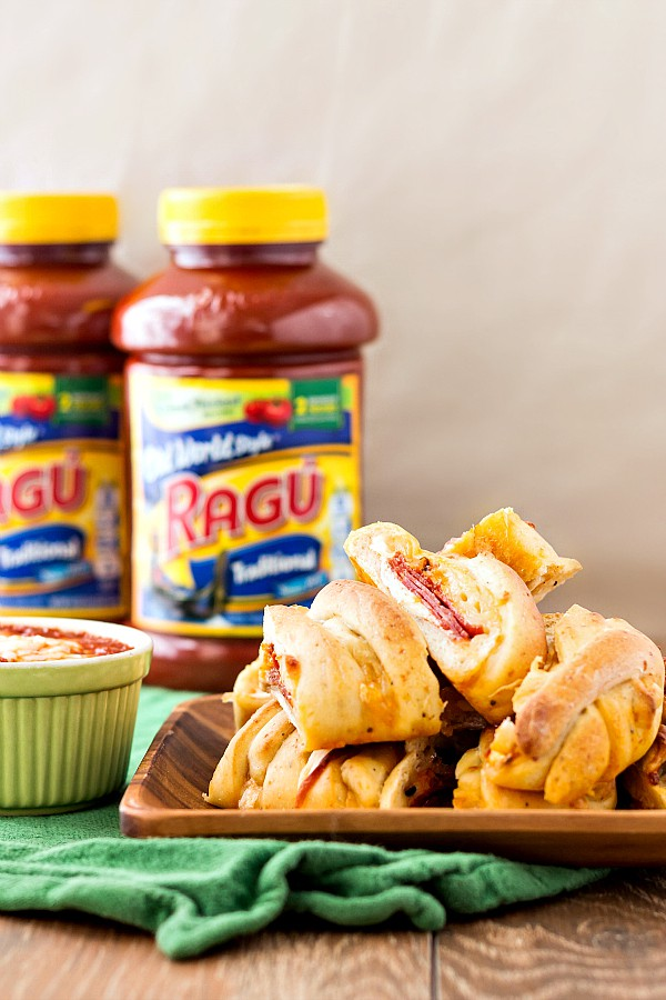 Homemade pizza bread with Ragu is a great game day or Super Bowl appetizer. Grab the recipe along with some other delicious ideas for incorporating Ragu Traditional Sauce into your game day menu! #sponsored | pastrychefonline.com