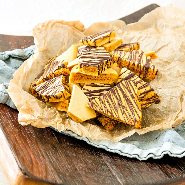 Make this bourbon honeycomb candy recipe for a bit of a sophisticated twist on an old-fashioned candy favorite. Drizzled with chocolate or not, this bourbon honeycomb candy recipe is sure to please. First on your list? Use it to make Bourbon Honeycomb Chocolate Chunk Cookies, available on the blog too! | pastrychefonline.com