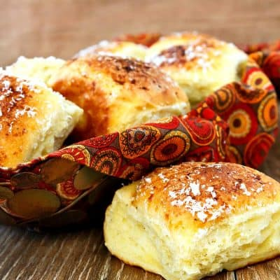 Soft Thanksgiving Dinner Rolls| Garlic Parmesan Pull Apart Rolls